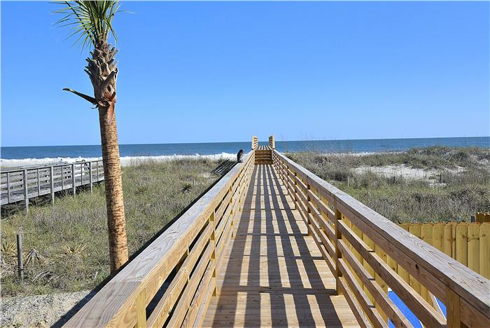 348E1 - Oceanfront Luxury Home
