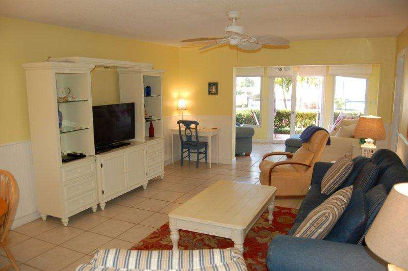 Sunset Royale - 118- Bright and Beachy Across from Siesta Beach! photo