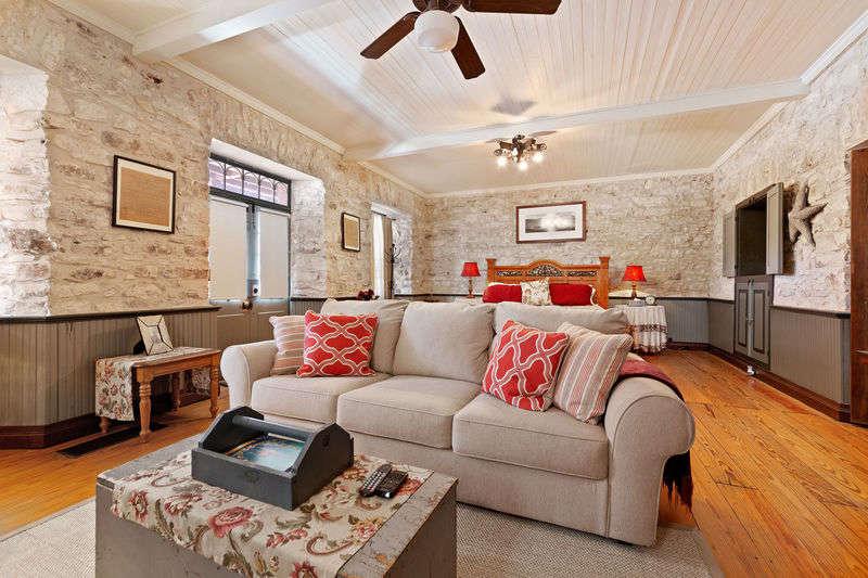 Itz Inn - Front Porch Suite
