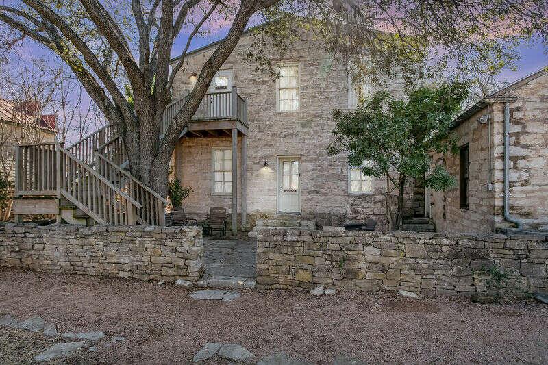 Itz Inn - Back Courtyard Suite