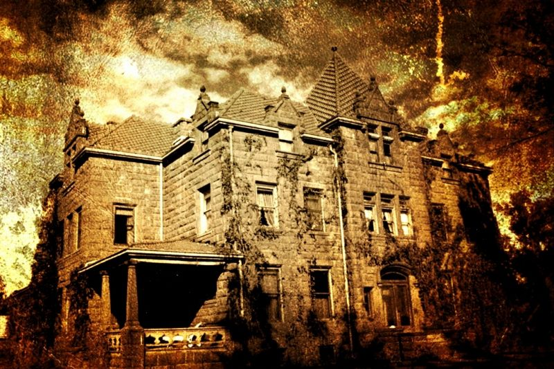 Horror Theater: Ghost Encounters at Moss Manor