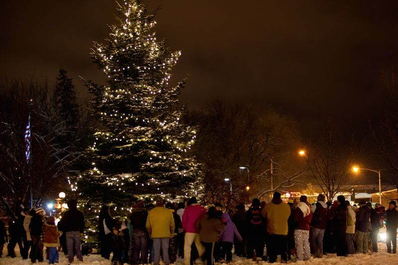 christmas tree lighting - Christmas City Of The North Parade