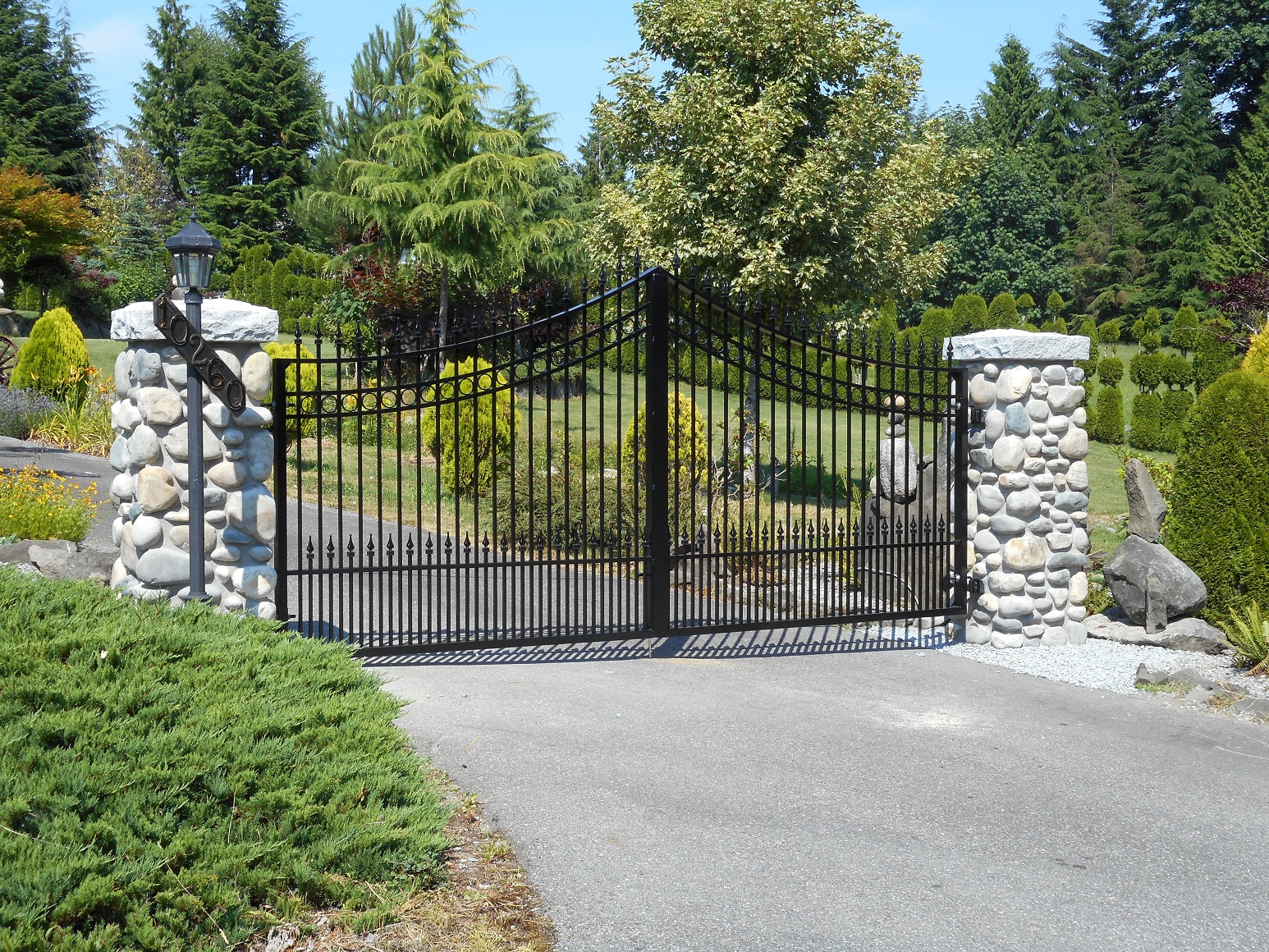 Services driveway gates masuk metal serving vancouver for Aluminum gates for driveways