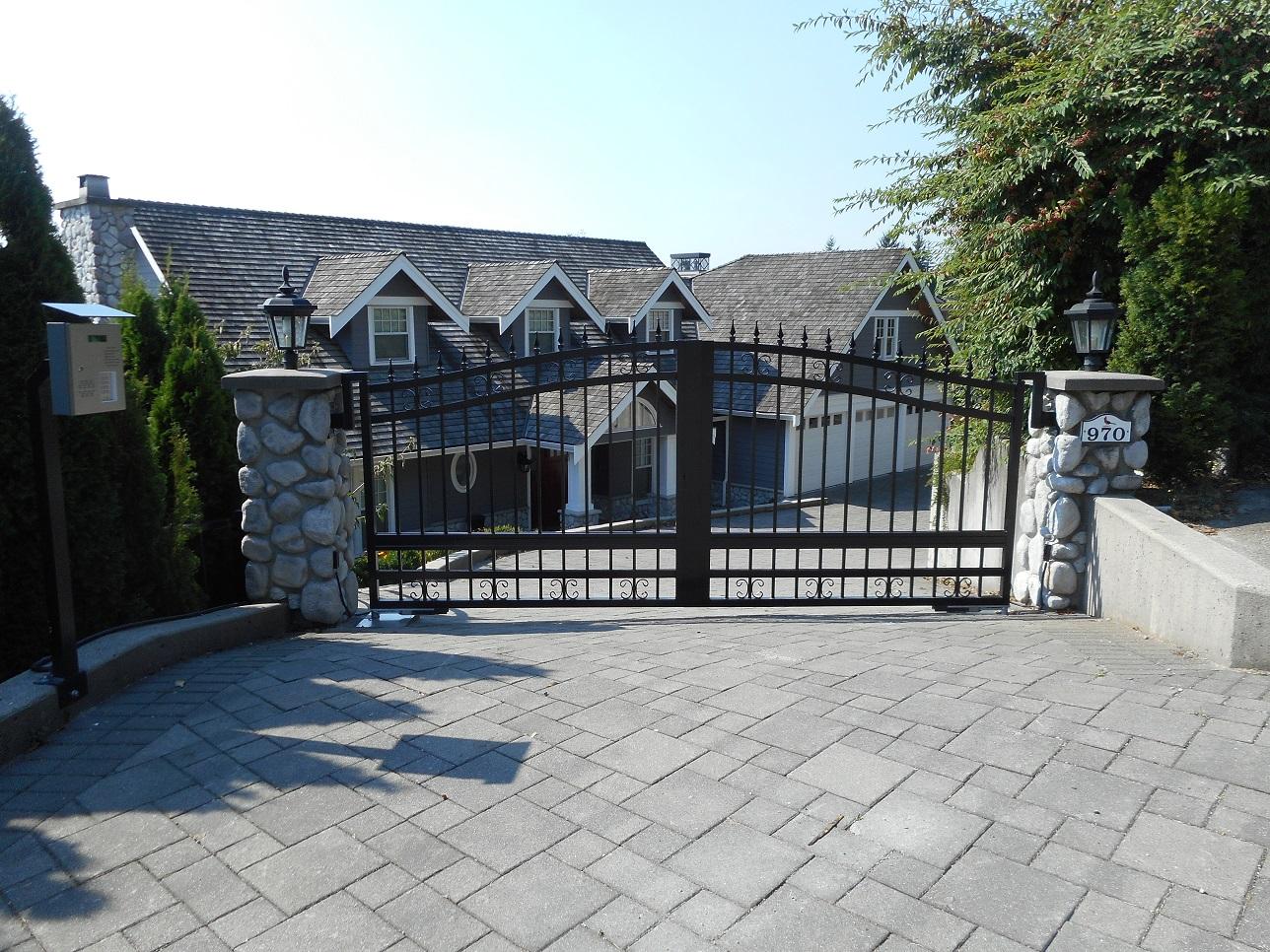 Services driveway gates masuk metal serving vancouver for Aluminum gates for driveways