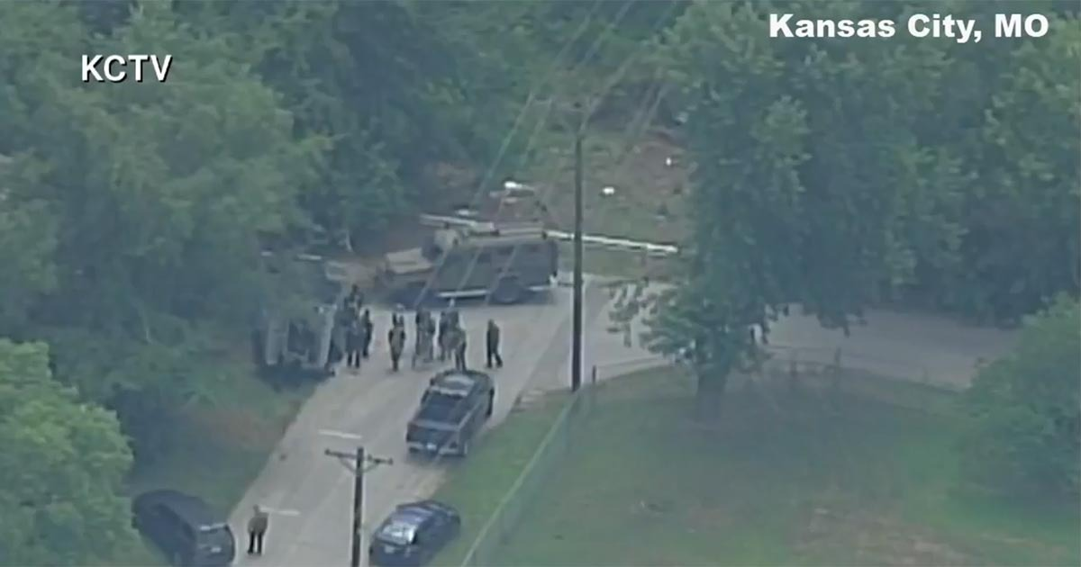 LATEST: 3 Kansas City Officers Shot – Another Cop Shot During Manhunt