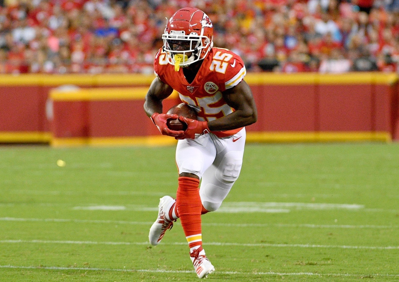 """""""Love and Respect"""" Drives Darwin Thompson to Surrender No. 25 to LeSean McCoy - ChiefsDigest.com"""