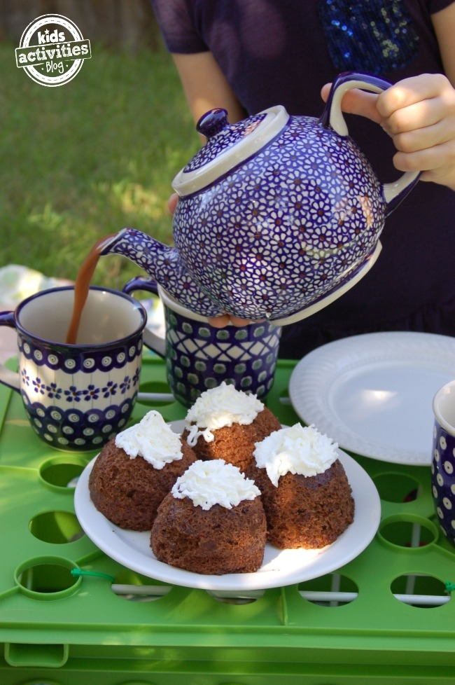 Chocolate Cake Moments Tea Set