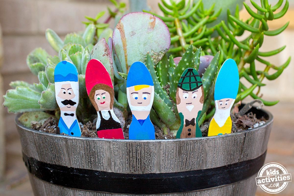 Gnome In Garden: DIY GARDEN GNOMES