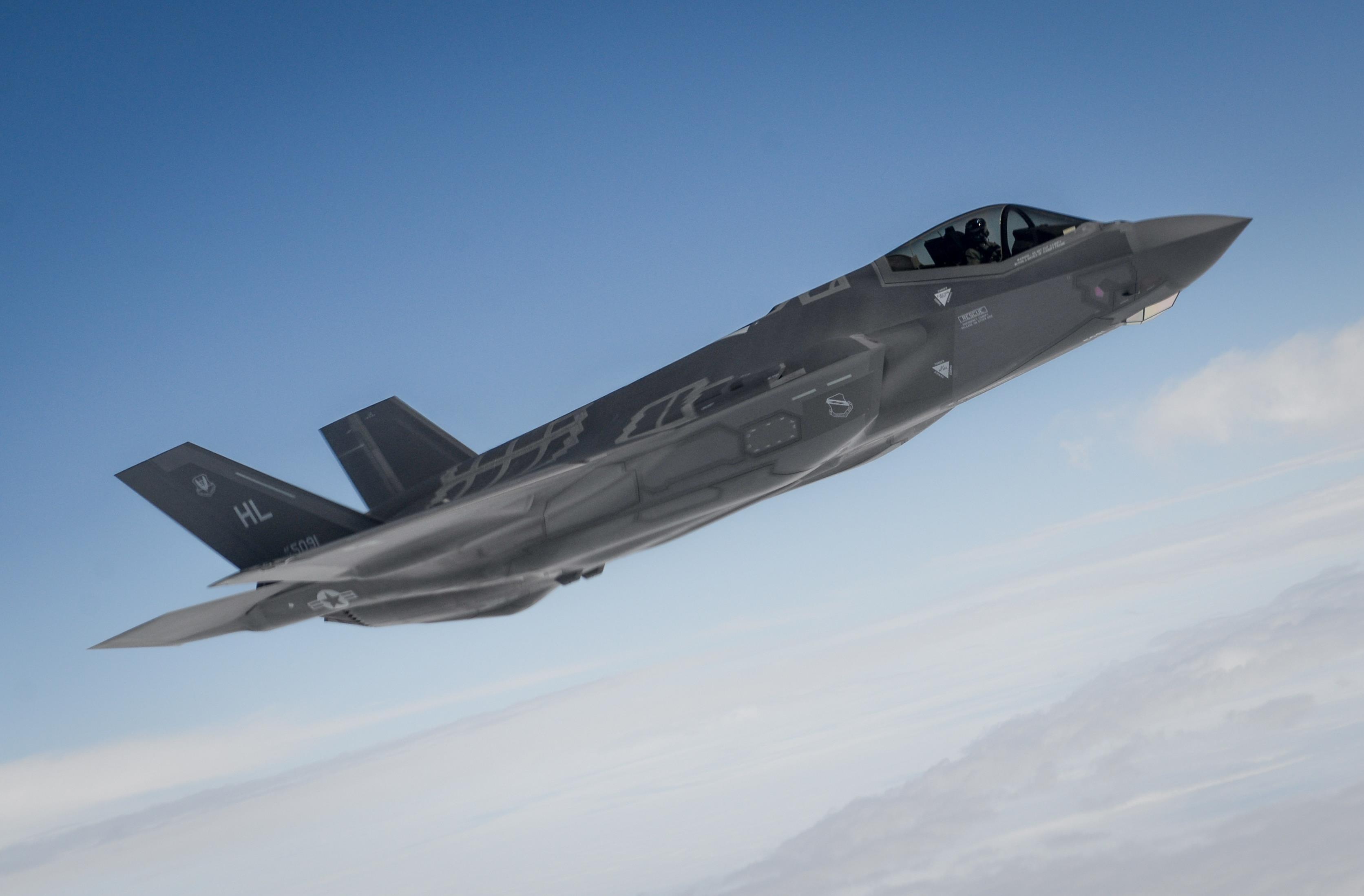 """Single F-35 Kills Dozens of Enemy Fighters in AirWar Live Combat """"Scenario"""" - Warrior Maven"""