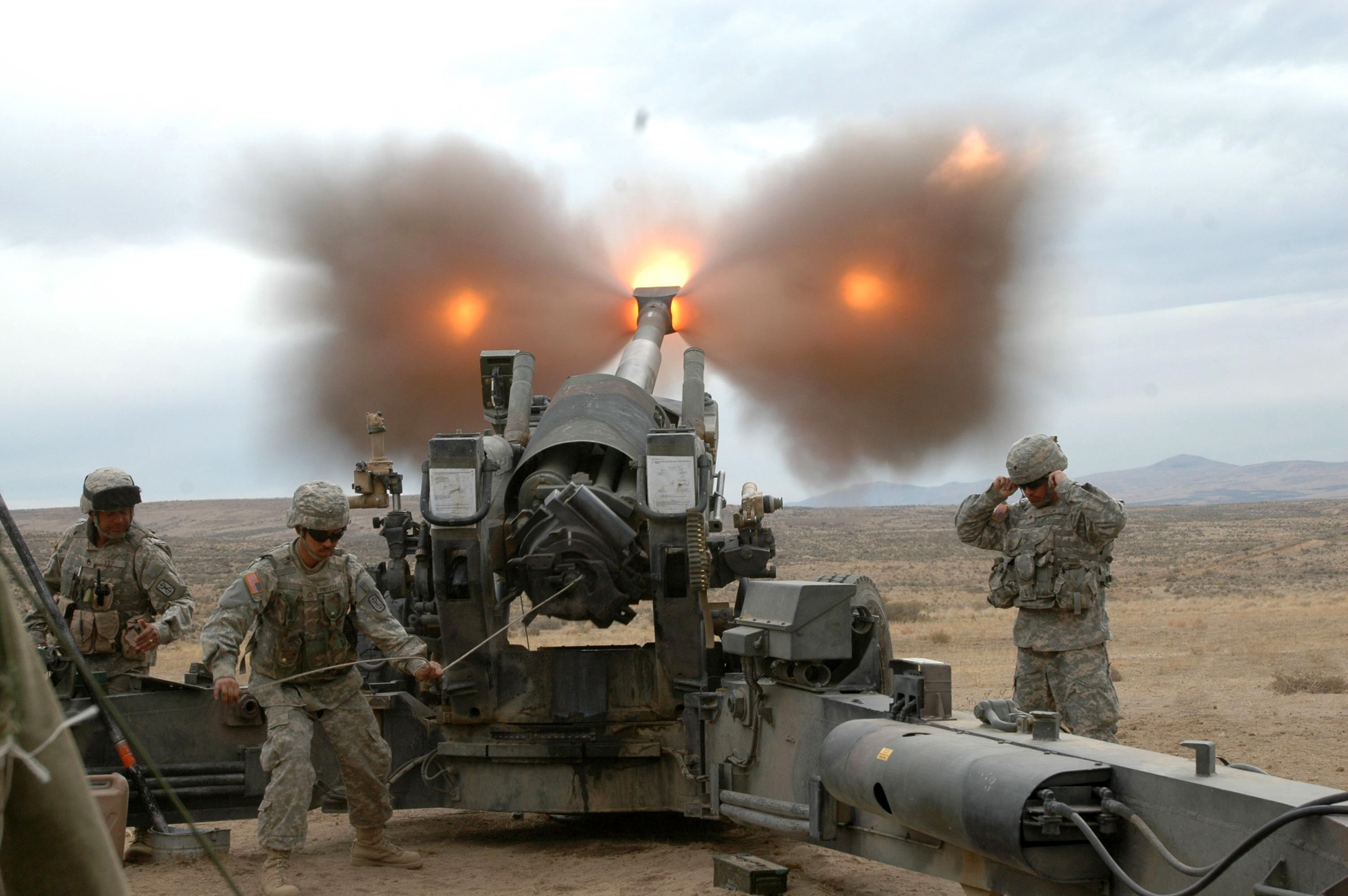 """New Laser-Guided Excalibur """"S"""" Artillery Round Destroys Moving Target"""