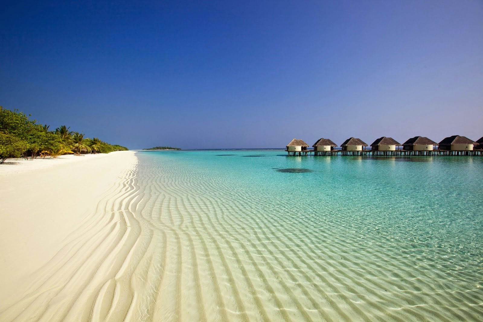 kanuhura-male-white-sand-beach