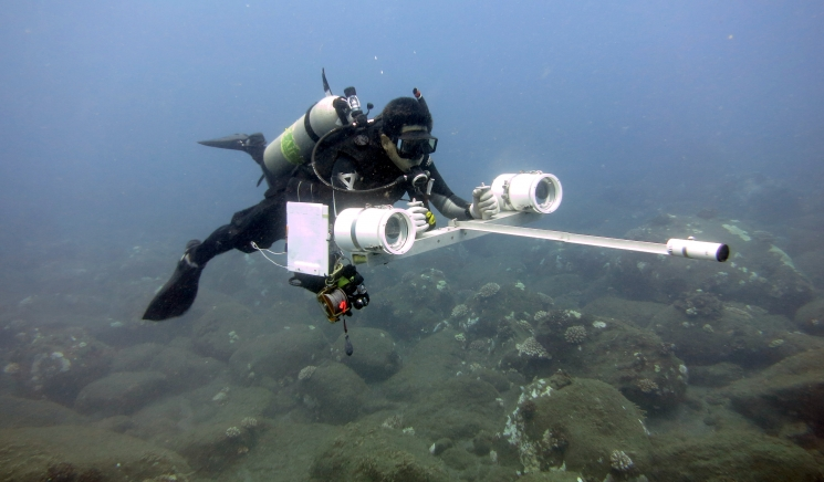Ray Boland using the Diver Operated Video (fish survey PIFSC)_credit_Andrew Gray-NOAA