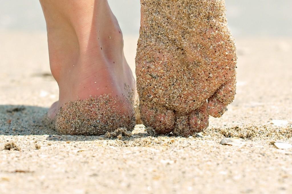 barefoot-beach-sand-feet-591252