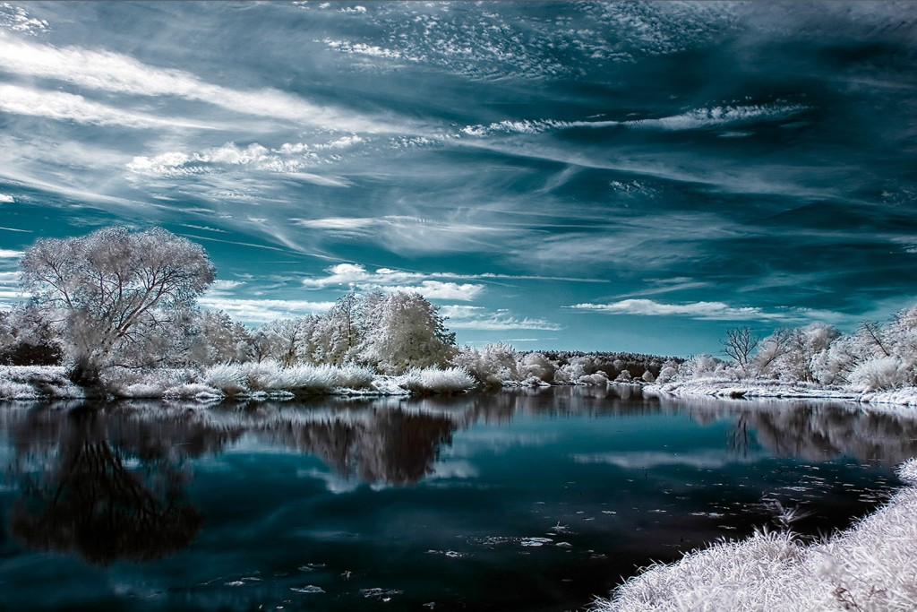 clouds_infrared_photography_lakes_reflections_trees_wallpaper-2130