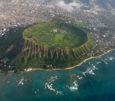 Diamond_Head_Tuff_Cone_in_Oahu_Hawaii_USA