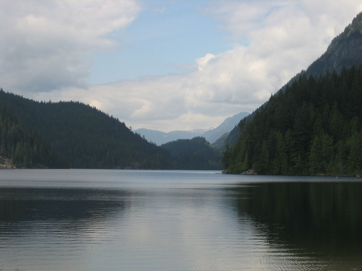 Diez Vistas Trail view of Buntzen Lake
