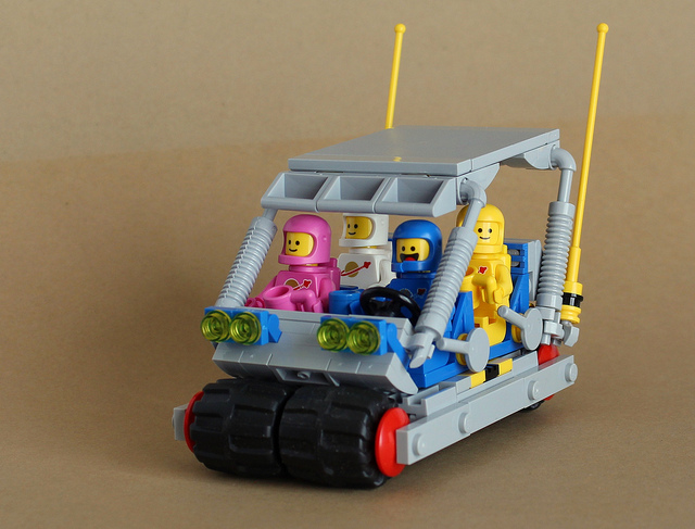 A classic cartoon captured in Classic Space [Instructions]   The Brothers Brick