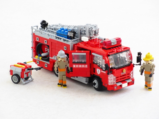 A small fire engine for a large city | The Brothers Brick