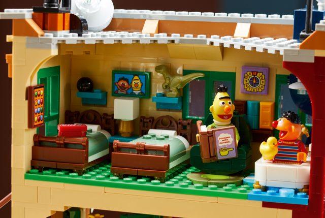LEGO-Ideas-21324-Sesame-Street-N36EW-17-