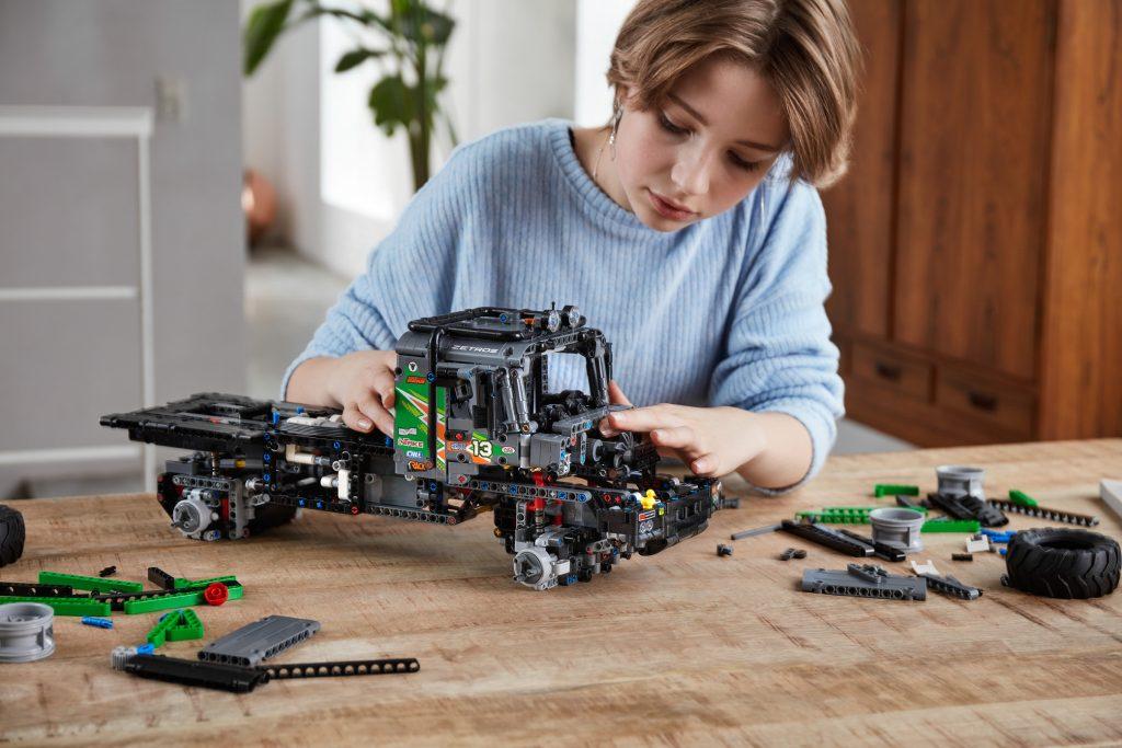 LEGO-Technic-42129-Mercedes-Benz-Zetros-