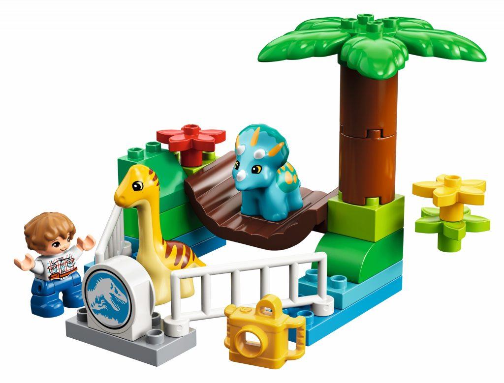 LEGO Jurassic World 10879 Gentle Giants Petting Zoo - full set