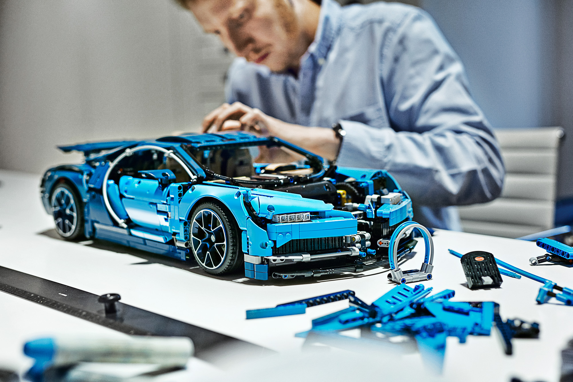42083 lego technic bugatti chiron 16 the brothers brick the brothers brick. Black Bedroom Furniture Sets. Home Design Ideas