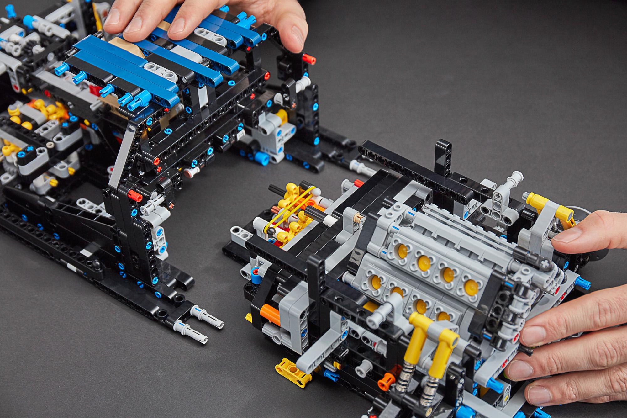 42083 lego technic bugatti chiron 43 the brothers brick. Black Bedroom Furniture Sets. Home Design Ideas