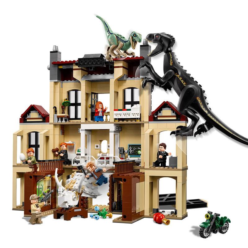 LEGO Jurassic World-75930-Indoraptor Rampage at Lockwood Estate 3