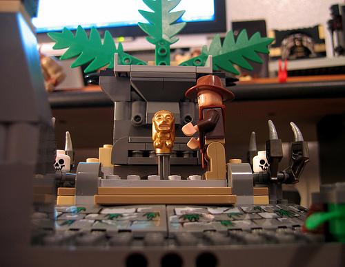 Lego Indiana Jones Set 7622 Race For The Stolen Treasure Photos