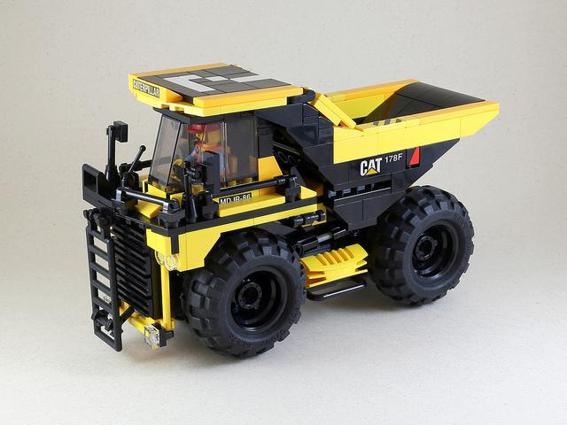 LEGO Caterpillar Dumper Truck