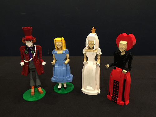 Tarrant Hightopp (the Hatter), Alice, Mirana (the White Queen) and Iracebeth (the Red Queen). In a style inspired by Latranger Absurde.
