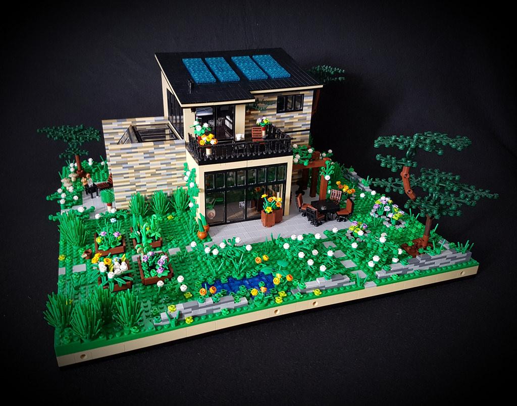 Lilium Eco House MOC southern side garden