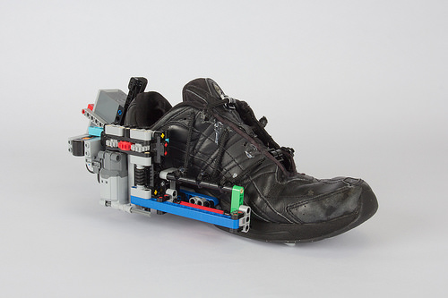Self-lacing shoe