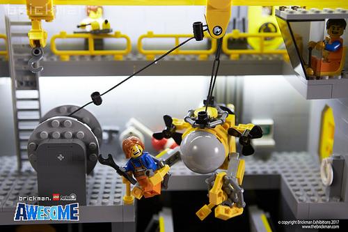 LEGO® Brick Icebreaker moon pool