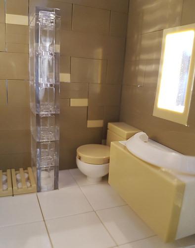Cocoa Jungle Cottage MOC bathroom minifig perspective