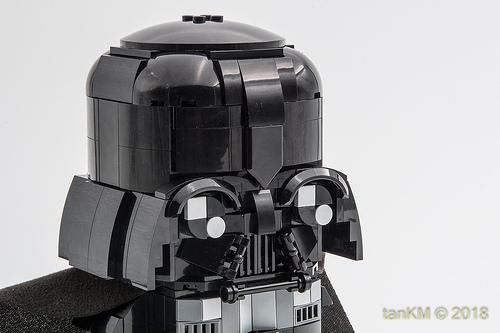 tkm-DarkVaderBrickHeadz-03