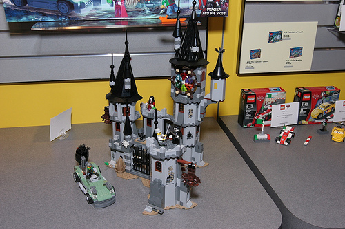Toy Fair 2012 - Monster Fighters - 9468 Vampire Castle - 03