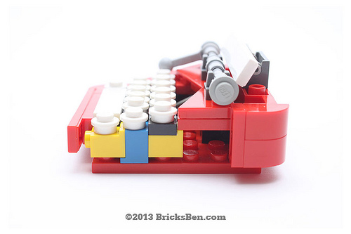 BricksBen - LEGO Typewriter - Cross Section