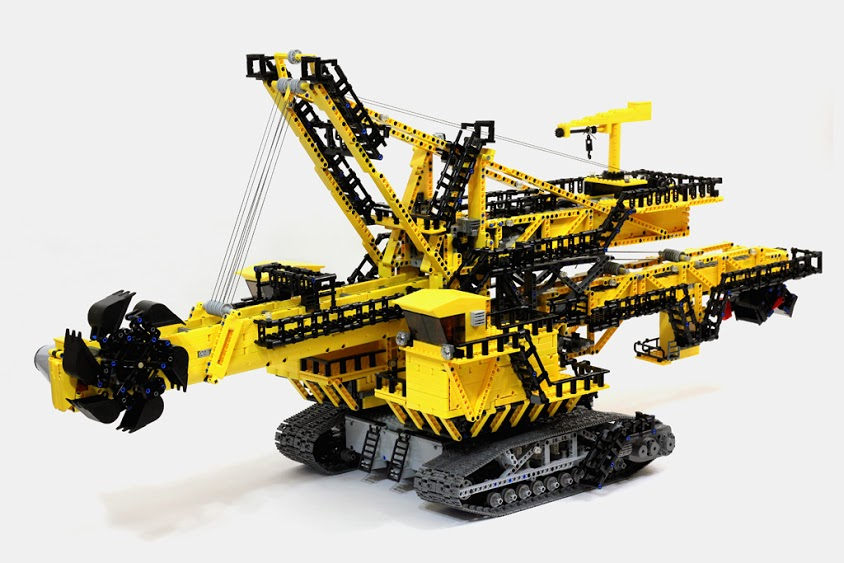 LEGO Technic ER-1250 bucket wheel excavator