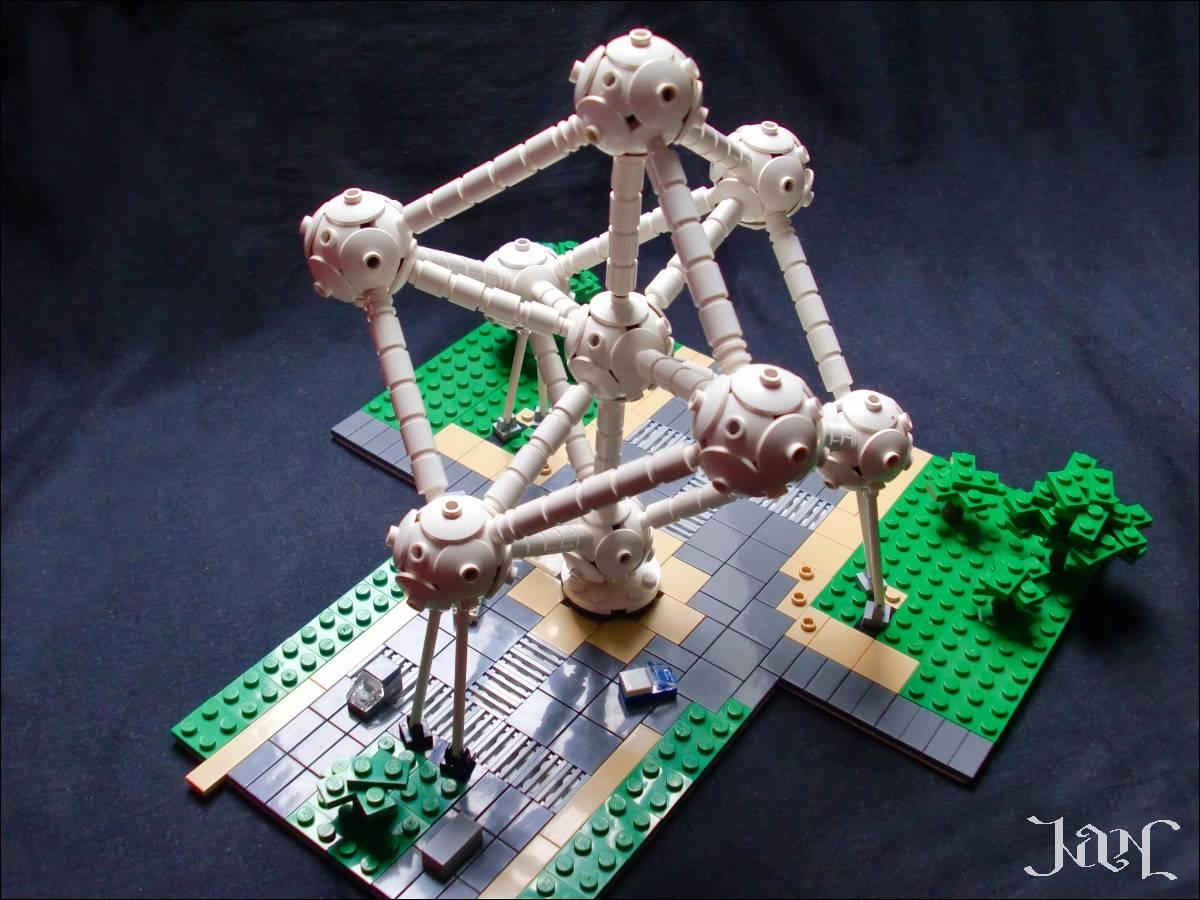 LEGO microscale Atomium