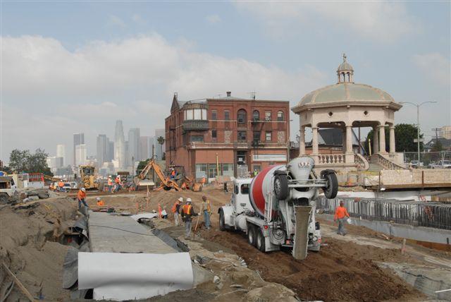 Construcción de estación Mariachi Plaza en Boyle Heights. (Foto Juan Ocampo/Metro)