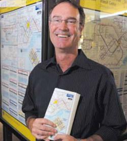 Rick Wood dueño de la compañía de mapas que ayudan a la gente a utilizar mas facilmente los sistemas de transporte público. (Fotos cortesía de San Barbara News-Press).