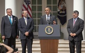 Presidente Obama durante evento de la firma de SAFETEALU. (Foto White House)