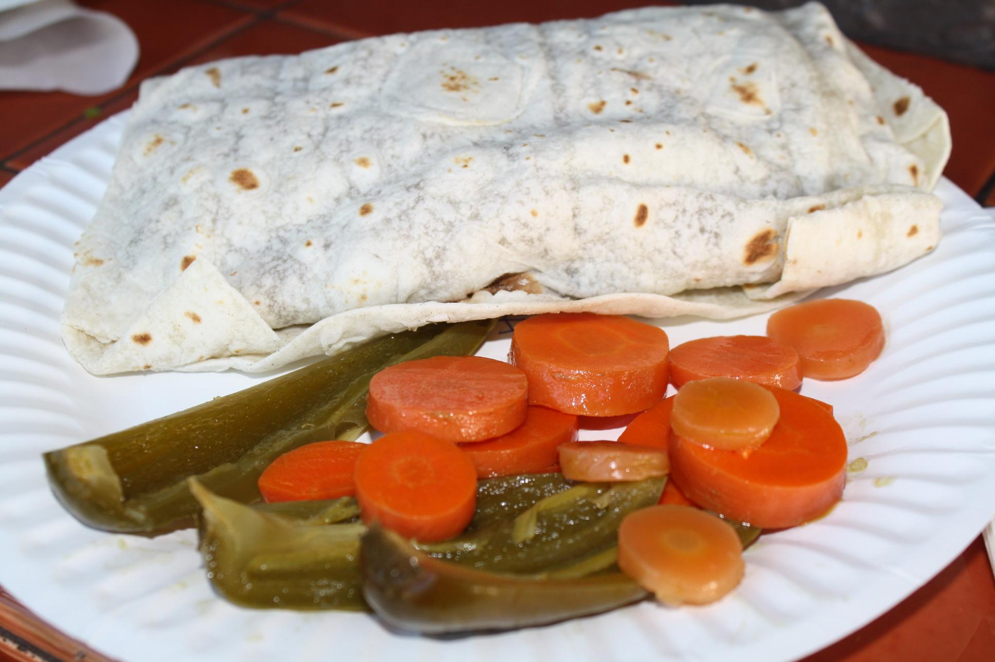 Burrito de carne asada. (Foto de Agustín Durán/El Pasajero).