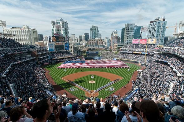 San Diego reubicó su estadio de beísbol de los suburbios al centro. (Foto Mark Whitt, vía Flicker)