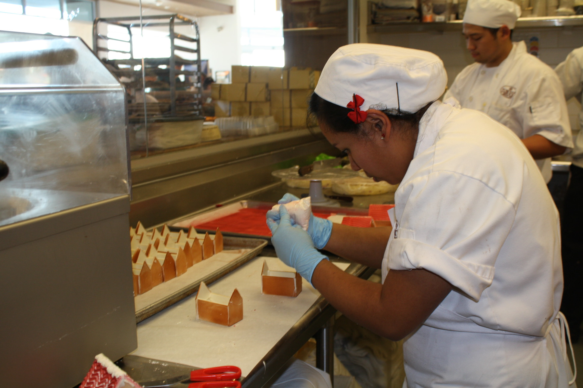 La preparación de los pasteles es meticulosa. (Foto de Agustín Durán/El Pasajero)