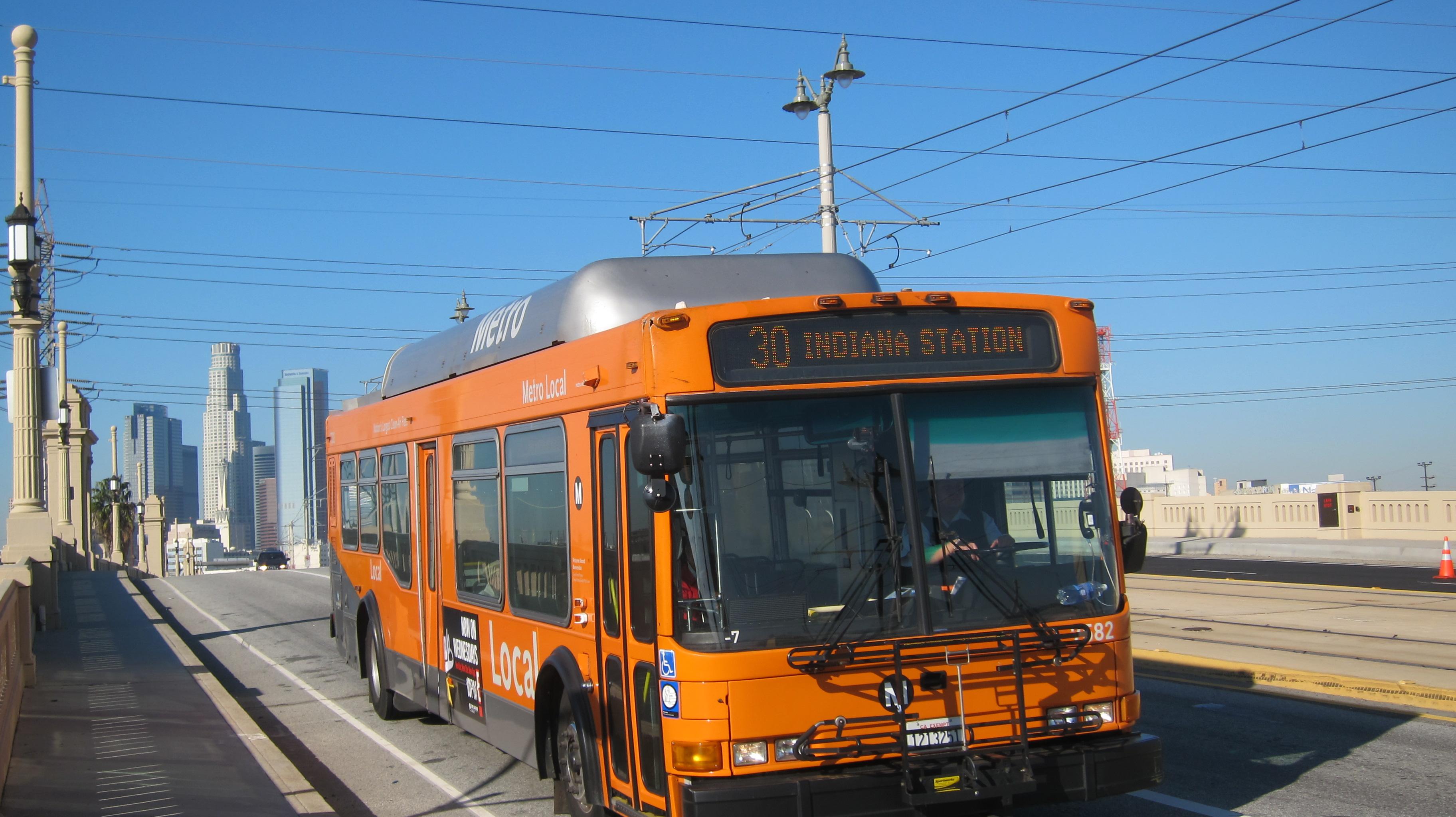 A partir de mañana jueves los autobuses de la línea 30 ya no tendrán que desviarse hasta la autopista 101 para poder llegar al centro de Los Angeles. (Foto Luis Inzunza/El Pasajero).