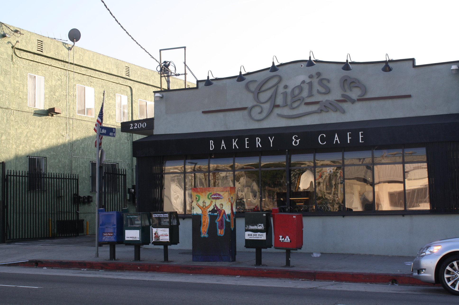 La fachada del restaurante Gigi's en la calle Temple, a una cuadra al oeste de la calle Alvarado. (Foto Agustín Durán/El Pasajero).