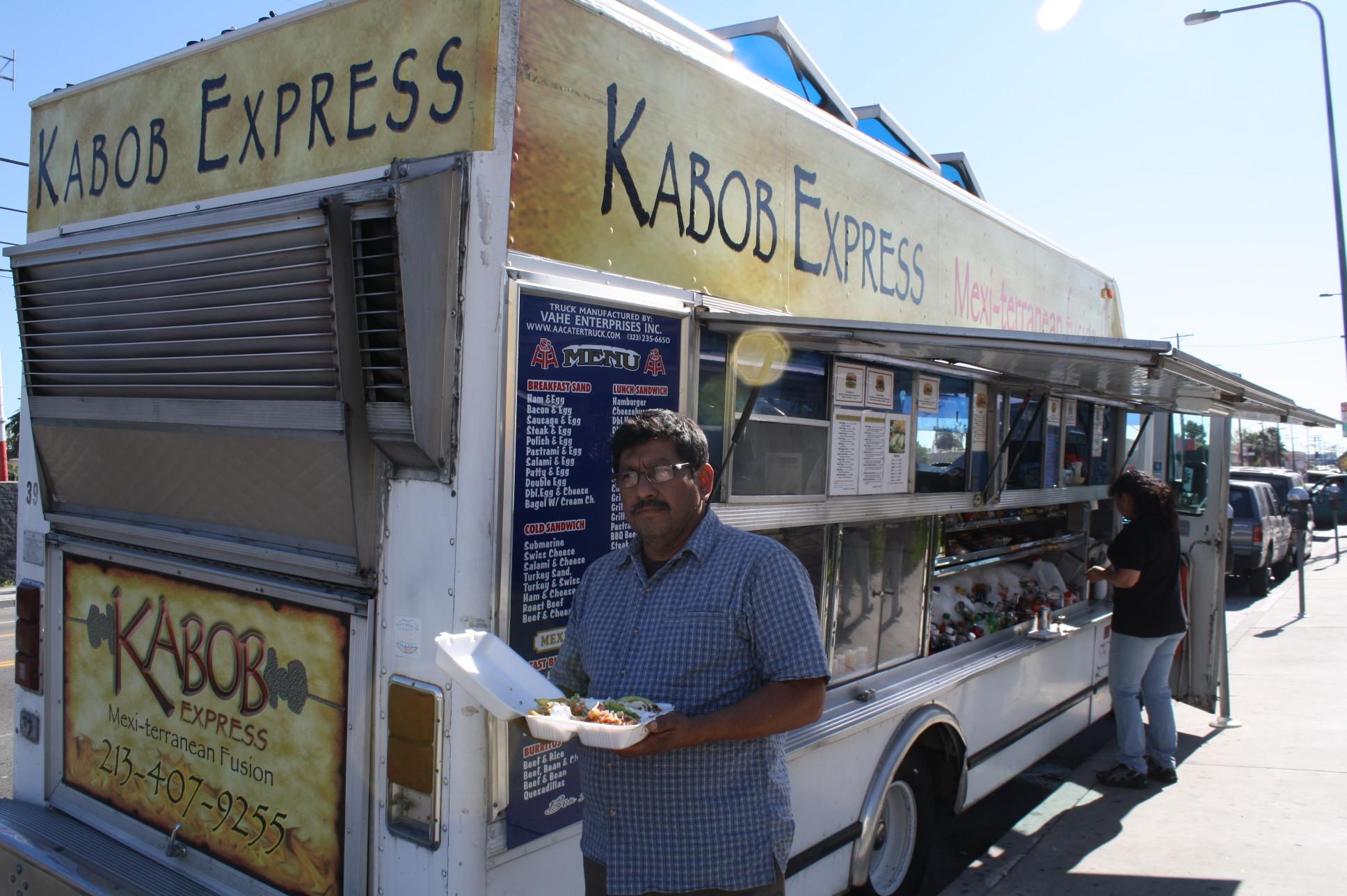 Saúl Ramos con sus 25 años de experiencia en el negocio de la comida. (Foto Agustín Durán/El Pasajero).