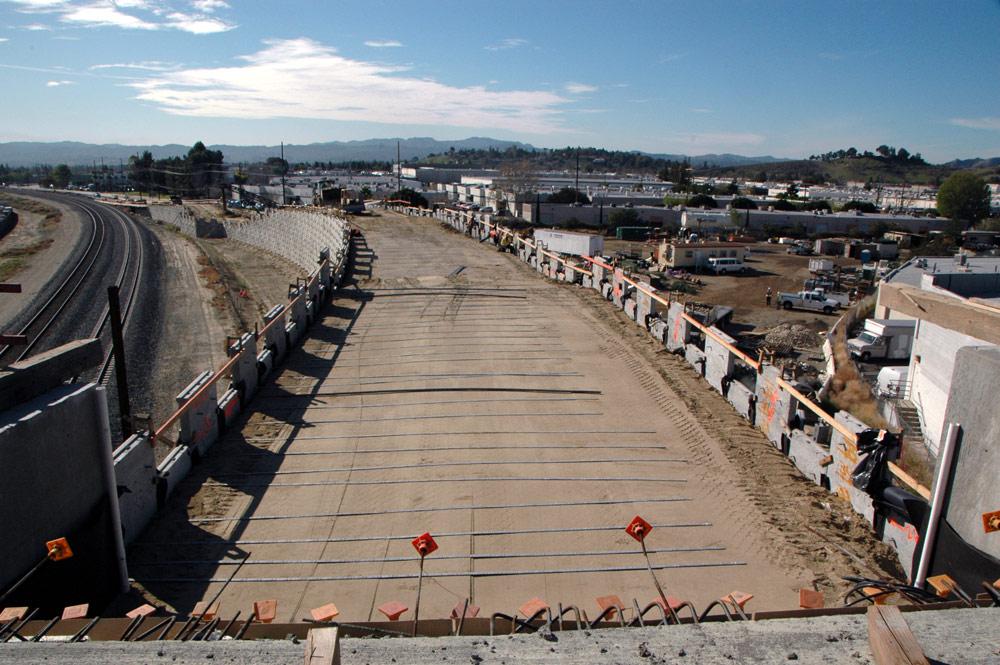 Vista en dirección sur del puente Lasse, en donde continúa la construcción.